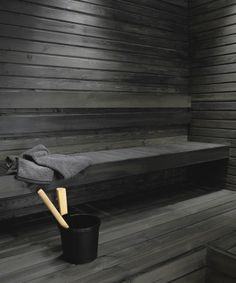 Untreated sauna benches and panel walls can be blackened using the Supi Sauna Wax by Tikkurila. This water-soluble solution with natural wax is colourless but it can be tinted black. Spa Sauna, Sauna Shower, Sauna Steam Room, Sauna Room, Modern Saunas, Piscina Spa, Spa Food, Portable Sauna, Sauna Design