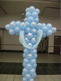 Cruz de globos.