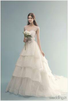 [웨딩드레스] 청초한 매력을 발산하는 웨딩드레스 컬렉션. 브라이덜 수지