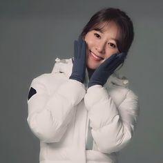 Asian Ladies, Korean Actresses, Asian Woman, Fangirl, Winter Jackets, Queen, Lady, Fashion, Winter Coats