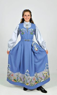 Oslo bunad, Norway Norway Clothes, Costumes Around The World, Folk Costume, Ethnic Fashion, Traditional Outfits, Get Dressed, Pretty Dresses, Beautiful Outfits, Ball Gowns