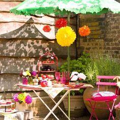 Small alfresco garden dining area