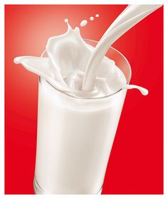 COPO LEITE BOM on Behance Fruit Splash, Milk Splash, Food Packaging Design, Beverage Packaging, Milk Advertising, Juice Ad, Kid Drinks, Commercial Ads, Food Words