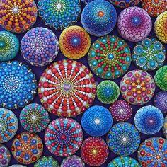 Eine Fotografie von einem schönen Sammlung von Mandala Steine bemalt und von Elspeth McLean fotografiert Erstellt 2015 • Buy this artwork on apparel, stickers, phone cases und more.