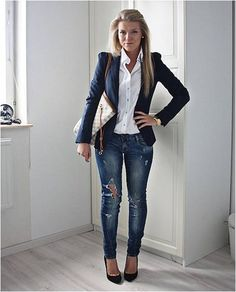 Early 30's Fashionable Business Look  Pair a big hand bag with a fitted blazer will create a casual business look.