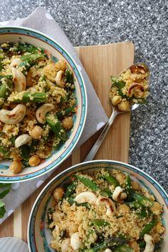 Couscous-Spargel-Kichererbsen-Salat mit Cashewkernen