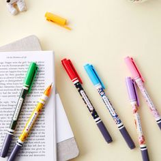 Ardium Pattern bright color 0.4mm twin gel pen (http://www.fallindesign.com/ardium-pattern-bright-color-0-4mm-twin-gel-pen/)