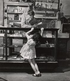 Young Customer, Texas, 1945 - Fotot de Esther Bubley (1921 – 1998)