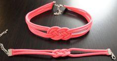 Small St Josephine Infinity Knot Chocker par TexasHairClips sur Etsy, $15.00