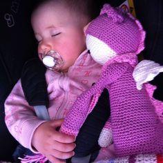 Meine kleine Nichte liebt ihren Drachen Josy!  // My niece Lea with Dragon Josy. She loves her! #crochet #crochetaddict #crochetersofinstagram #amigurumi #dirkderdrache #dirkthedragon #lalylala @lalylaland #lalylaladolls #häkeln #häkeltier #häkelsüchtig #catania #schachenmayr #wolle #yarn #yarnaddict #niece #loveher by woolly_bookworm