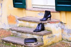 Match your shoes with your purse Fall Winter 2015, Your Shoes, Shoe Brands, Rubber Rain Boots, Kitten Heels, Ankle Boots, Metallic, Beautiful Women, Purses