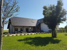 House Stone-Tree Rakovica Offering a children's playground and sun terrace, House Stone-Tree is located in Catrnja, in the Karlovac county Region, 7 km from Plitvicka Jezera. Guests can enjoy a meal at the on-site restaurant or have a drink at the bar.