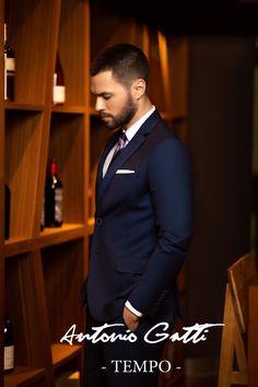 Costumul bleumarin  este o piesa clasica din garderoba oricarui barbat  care se respecta.  Materialul din care este realizat provine de la renumitul producator italian DRAGO  si este un amestec  subtil  de lana cu matase (80 % - 20 %).  Completati-va tinuta adaugandu-i o camasa alba, bleu, sau lila si una din cravatele dumneavoastra preferate.  Veti fi barbatul care va capta toata atentia celor din jur. Suit Jacket, Costumes, Suits, Fashion, Moda, Dress Up Clothes, Fashion Styles, Fancy Dress, Suit