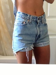 All summer I tried to find a pair of high wishes shorts that fit like this. Now it's almost fall. -.- Oh well, Fall is my favorite. <3