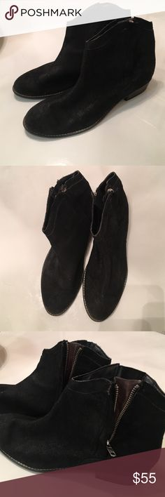 Black dolce vita soft suede flat booties Really cute comfortable dolce vita black suede booties. Flat heel, zippers on sides for openings. Western boho look super cute and in great condition DV by Dolce Vita Shoes Ankle Boots & Booties
