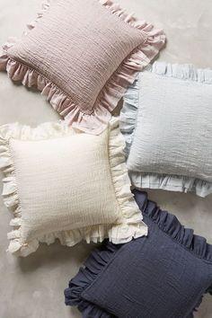 Diy Home Crafts, Diy Home Decor, Room Decor, Pillow Crafts, Cushion Cover Designs, Diy Cushion, Bohemian Bedding, Diy Décoration, Baby Pillows