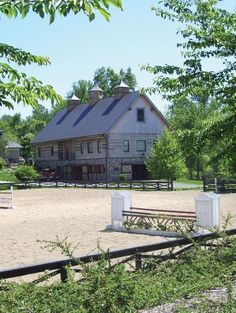 Peakewood Farm. I've been here on the Hunt Country Stable Tour. If I remember correctly, some of the Kennedy's lived here.