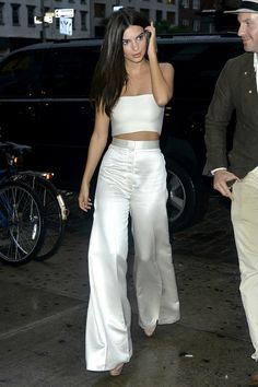 Does the Emily Ratajkowski crop top look work in real life?