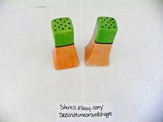Vntg Salt and Pepper Shaker Set Porcelain Iridescent Orange/Green Japan   M4