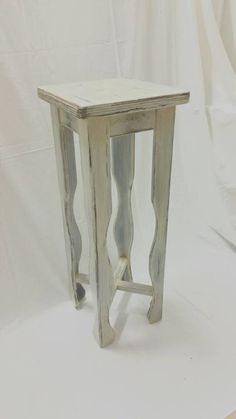 Guarda questo articolo nel mio negozio Etsy https://www.etsy.com/it/listing/288427689/piedistallo-in-legno-naturale-finitura