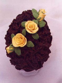 Uno de mis muchos trabajos, huevo hecho en filigrana de chocolate con flores con pasta de chocolate