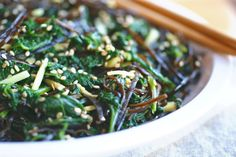 Über Healthy Kale and Seaweed Salad* Superfood Recipes, Raw Food Recipes, Vegetarian Recipes, Healthy Recipes, Paleo Meals, Savoury Recipes, Sea Weed Recipes, Hawaiian Recipes, Seaweed Salad Recipes