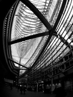 PENTAX Q - 日本の美しい建築物 -  東京国際フォーラム  2014年3月東京  ハードモノクローム  モノトーン  - Camera Talk -