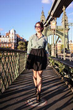 Arara Pintada: Boyfriend Shirt on a Romantic Outfit  #fashion #look #outfit #ootd #girly #fall #boyfriendshirt #laceup