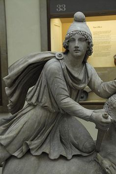 Greek statue at the British Museum in London Unknown photographer http://moworldphotos.com/page/2/