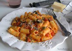 La Pasta Belladonna es muy parecida a la Puttanesca e igual que deliciosa. Prepara este plato en media hora. #ComidaItaliana #MeatLessMonday