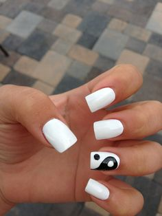 Yin and yang nails and then the other hand black