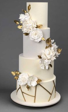 79 wedding cakes that are really pretty! The Prettiest & Unique Wedding Cakes We've Ever Seen 57 Pretty wedding cakes almost too pretty to cut White And Gold Wedding Cake, Painted Wedding Cake, Pretty Wedding Cakes, Wedding Cakes With Cupcakes, Elegant Wedding Cakes, Wedding Cake Designs, Rustic Wedding, Lace Wedding, Wedding Rings