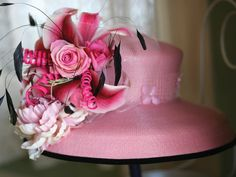 Ladies, hats may come and go from fashion, but we all know you can't look truly stylish at the Kentucky Derby unless you are sporting a chic chapeau.