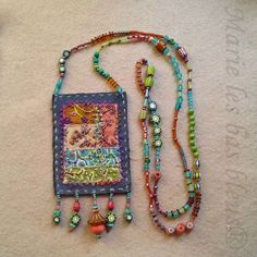 Mini-patchwork finally mounted … No metal, no chain, just soft colors and old Indian pearls. Fiber Art Jewelry, Mixed Media Jewelry, Textile Jewelry, Fabric Jewelry, Jewelry Art, Beaded Jewelry, Jewellery, Fabric Brooch, Fabric Necklace