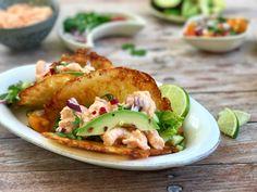 Sprøde LCHF tacos med fyld af chili-rejer og avocado. Megalækre og nemme at lave. Helt uden kulhydrater, naturligt glutenfrie og fyldt med god smag.