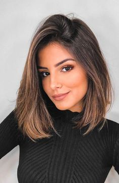 Brunette Hair Color With Highlights, Balayage Hair Blonde, Brown Blonde Hair, Long Bob Balayage, Fall Highlights, Brunette Color, Brunette Woman, Medium Hair Cuts, Short Hair Cuts