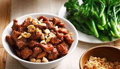 Un parfum résolument asiatique pour cette recette de porc aux cacahuètes. Le mélange de saveurs sucrées et salées nous fait toujours voyager...