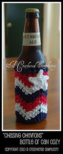 Chasing Chevrons Glass Bottle or Soda Can Cozy By Jennifer Pionk - Free Crochet Pattern - (ravelry) Crochet Coffee Cozy, Crochet Cozy, Crochet Gifts, Crochet Hooks, Free Crochet, Crochet Baskets, Crochet Potholders, Crochet Things, Chevron Crochet