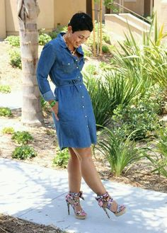 Denim wash mini dress – A mid-waist cinching tie, roll up sleeves and front button down denim wash mini dress, is light and airy with a slight a line flare that screams summer! Denim Shirt Dress, Denim Outfit, Denim Shirts, Denim Jeans, Casual Wear, Casual Outfits, Cute Outfits, Look Fashion, Autumn Fashion