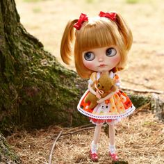 Today is the last day of summer and yet it looks like the world is cover in a cobbler crust of brown sugar and cinnamon. Autumn is already here  #mapoupeecherie #blythecustom #blythedoll #blythe #doll #instadoll #dollstagram