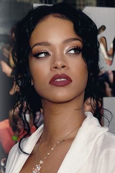 Find images and videos about fashion, beautiful and beauty on We Heart It - the app to get lost in what you love. Estilo Rihanna, Mode Rihanna, Rihanna Riri, Rihanna Style, Beyonce, Rihanna Makeup, Bad Gal, Christina Aguilera, Aaliyah