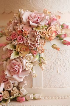 The amazing details of roses for your wedding cake idea | Project by Elly`s Cake Art Boutique http://www.bridestory.com/ellys-cake-art-boutique/projects/5-tiers1430726028