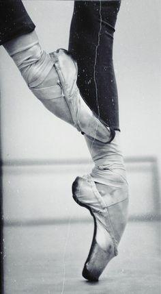 Les rôles meurent avec les danseurs, puis revivent avec d'autres. La Danse n'a pas de fin... ♥♥♥