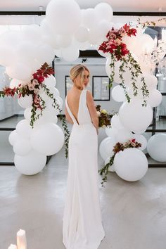 Autumn has certainly arrived here in Australia, and what better way to celebrate the #COZY season, with our take on a luxe seasonal wedding. Filled with leafy florals and crisp whites, this is a wedding celebration not to miss.