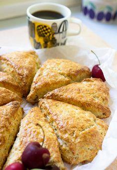 Skonssit kruunaavat aamupalan! - ku ite tekee Salty Foods, Pastry Cake, Bread Baking, Food Inspiration, Baking Recipes, Vegetarian Recipes, Food Porn, Food And Drink, Easy Meals