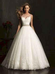 Lace Ball Gown Wedding Dress #weddinggowns