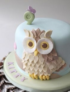 owl cake - like the little butterfly, but not the owl