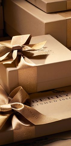 Burberry, London, holidays, presents, Christmas, couture, gifts, package, sparkly bows