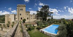 Jarandilla de la Vera is a beautiful village in Extremadura which is a great base from which to discover the local countryside and the Monastery of Yuste. Ancient Buildings, Green Valley, The Province, Outdoor Seating, Lodges, Old Town, The Locals, Countryside, Tourism