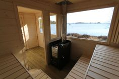 I denna bastu får det plats ca 10 pers Saunas, Country Style, Deck, Relax, Windows, Outdoor Decor, Grid, House, Home Decor